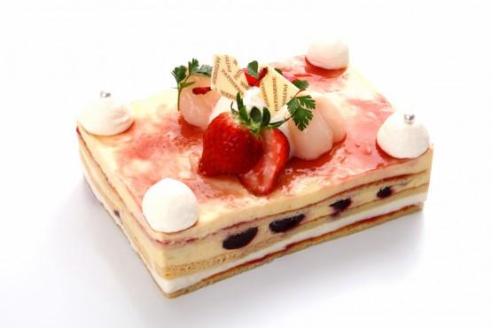 ライチとチェリーのショートケーキ  ¥2,300(税別) 11×15cm