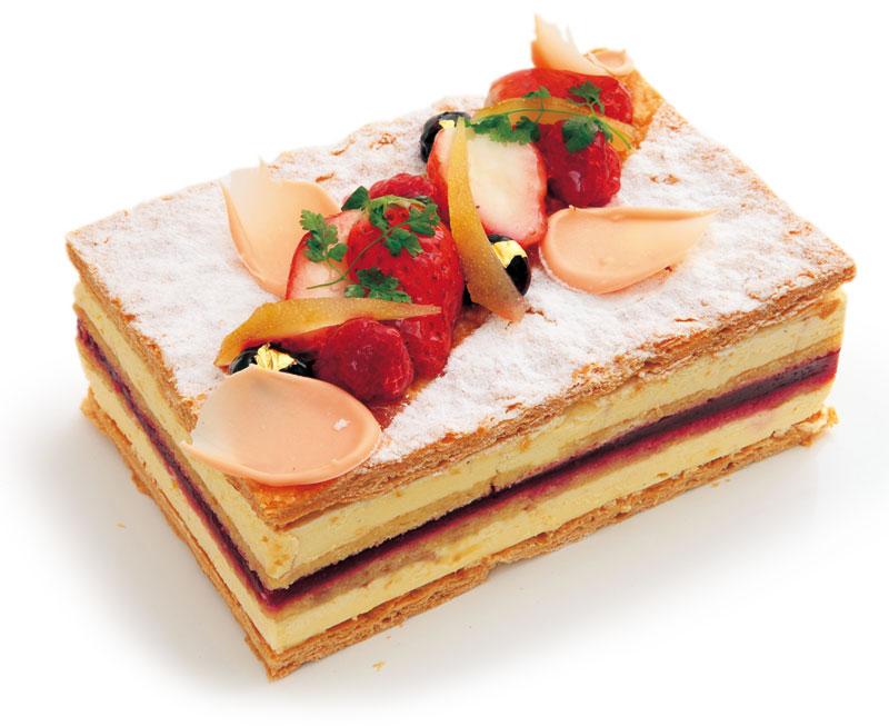 ラズベリーのミルフィーユ桜風味  ¥2,800(税別) 11×15cm